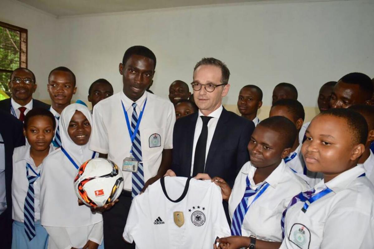 Bundesaußenminister Maas zu Besuch in unserer Partnerschule in Tansania